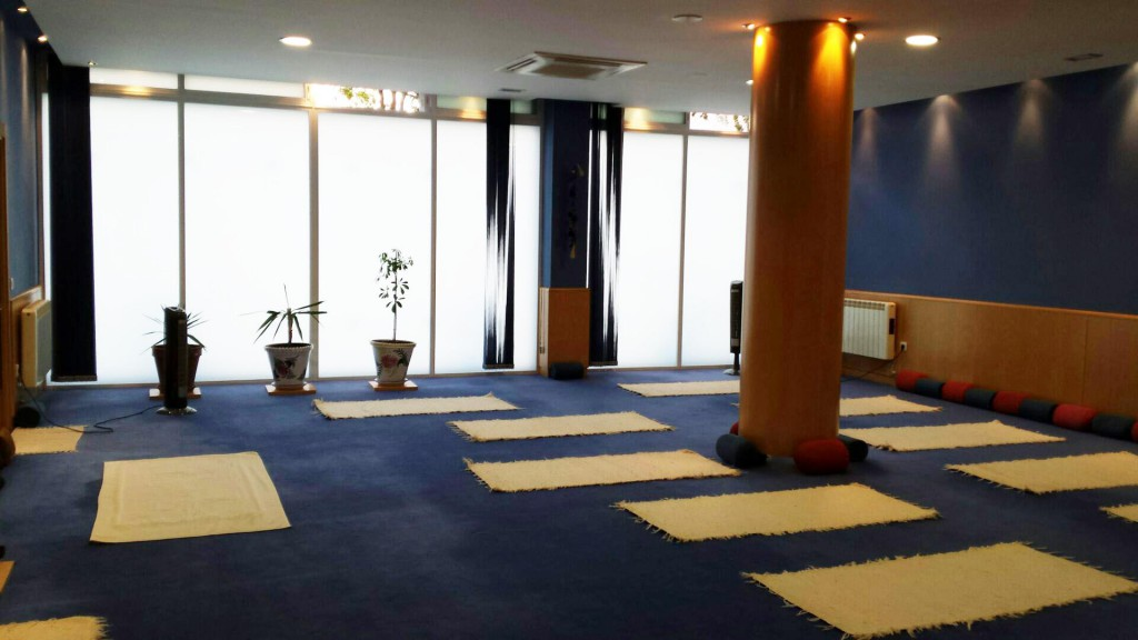 Padma escuela de yoga y pilates sala de yoga - Salas de meditacion ...